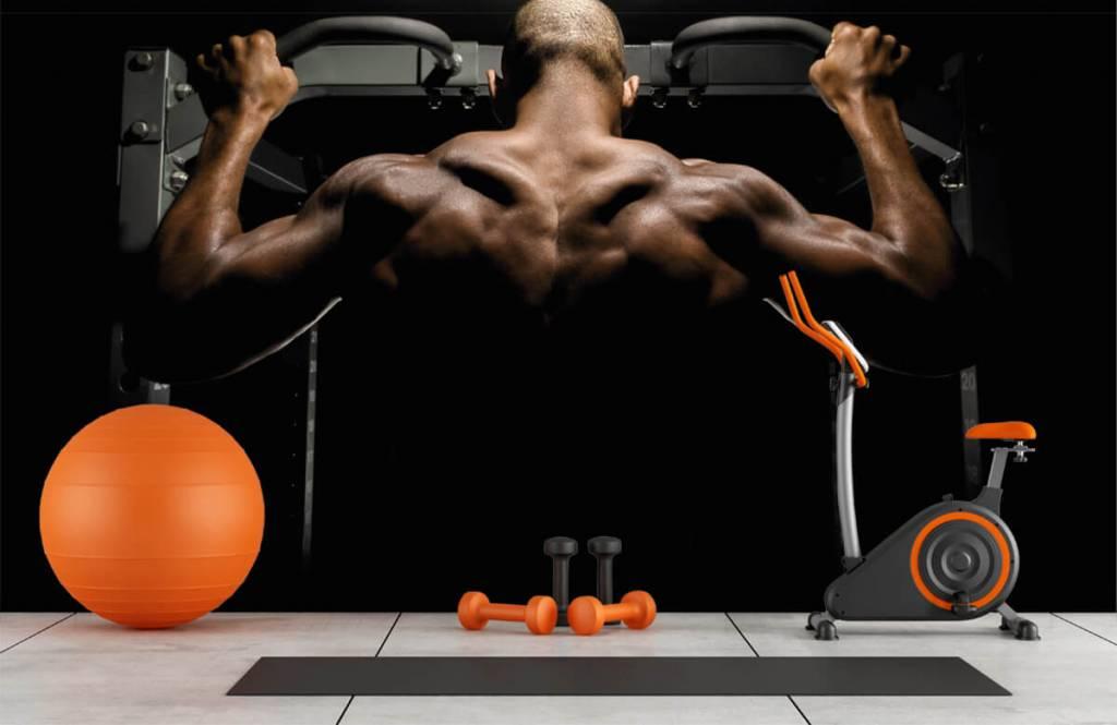 Fitness - Homme au dos musclé - Garage 8