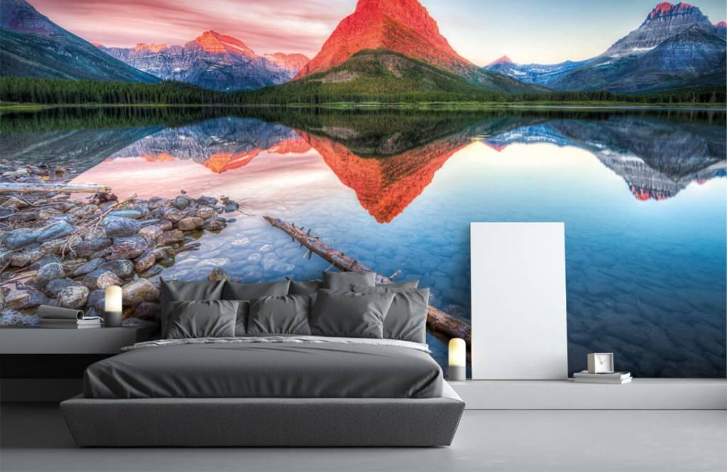 Lacs et eaux - Le sommet d'une montagne rouge - Couloir 1