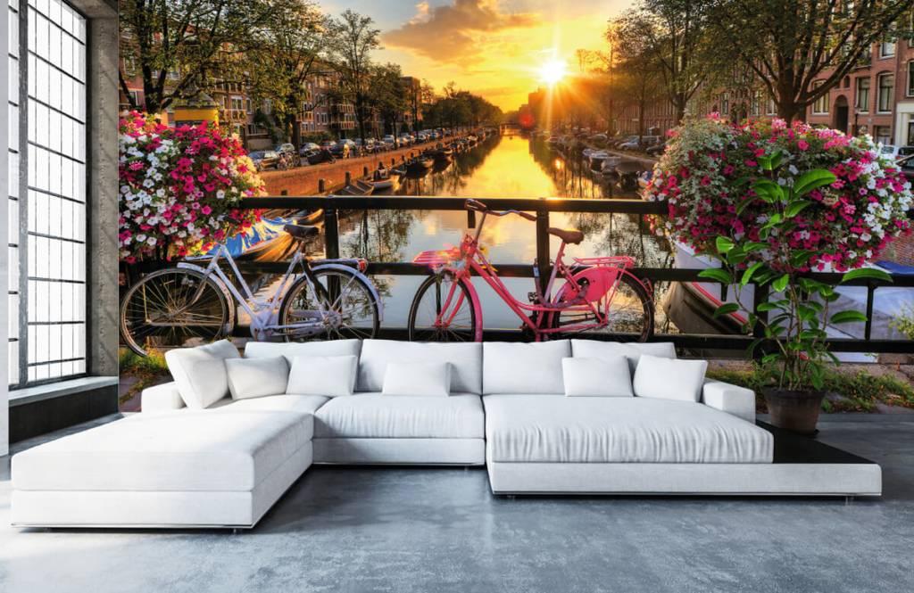 Papier peint Villes - Faire du vélo sur un pont avec des fleurs - Chambre à coucher 1