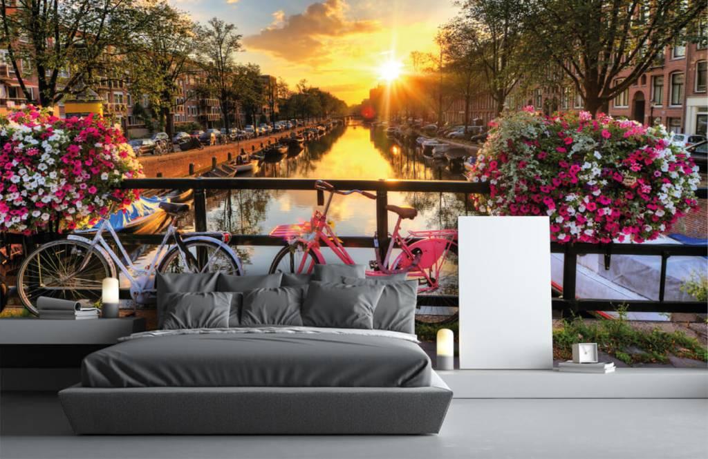 Papier peint Villes - Faire du vélo sur un pont avec des fleurs - Chambre à coucher 3