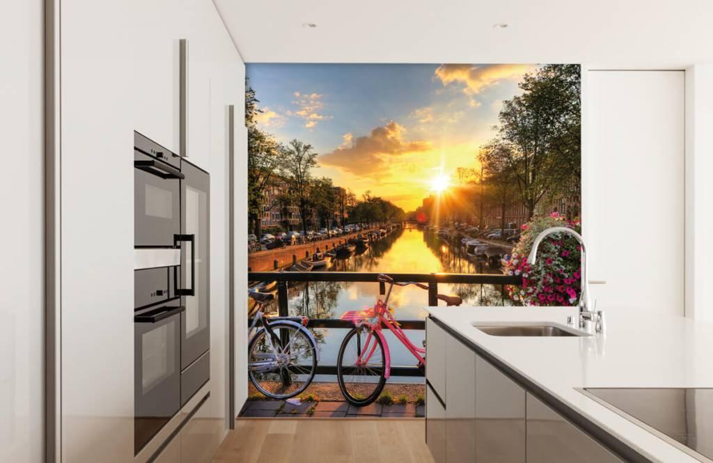 Papier peint Villes - Faire du vélo sur un pont avec des fleurs - Chambre à coucher 4
