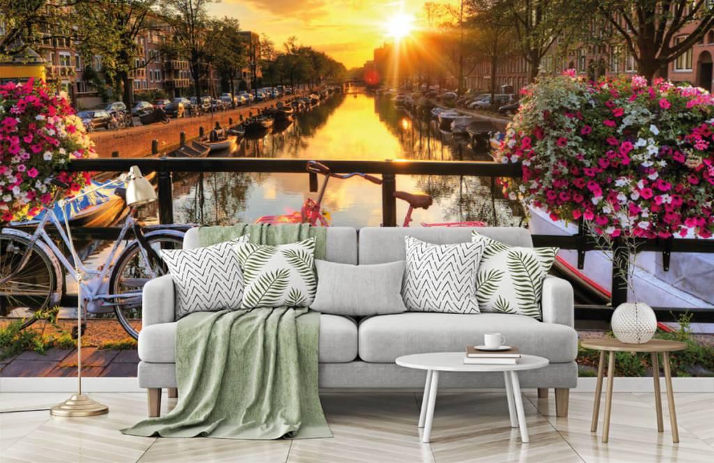 Papier peint Villes - Faire du vélo sur un pont avec des fleurs - Chambre à coucher 7