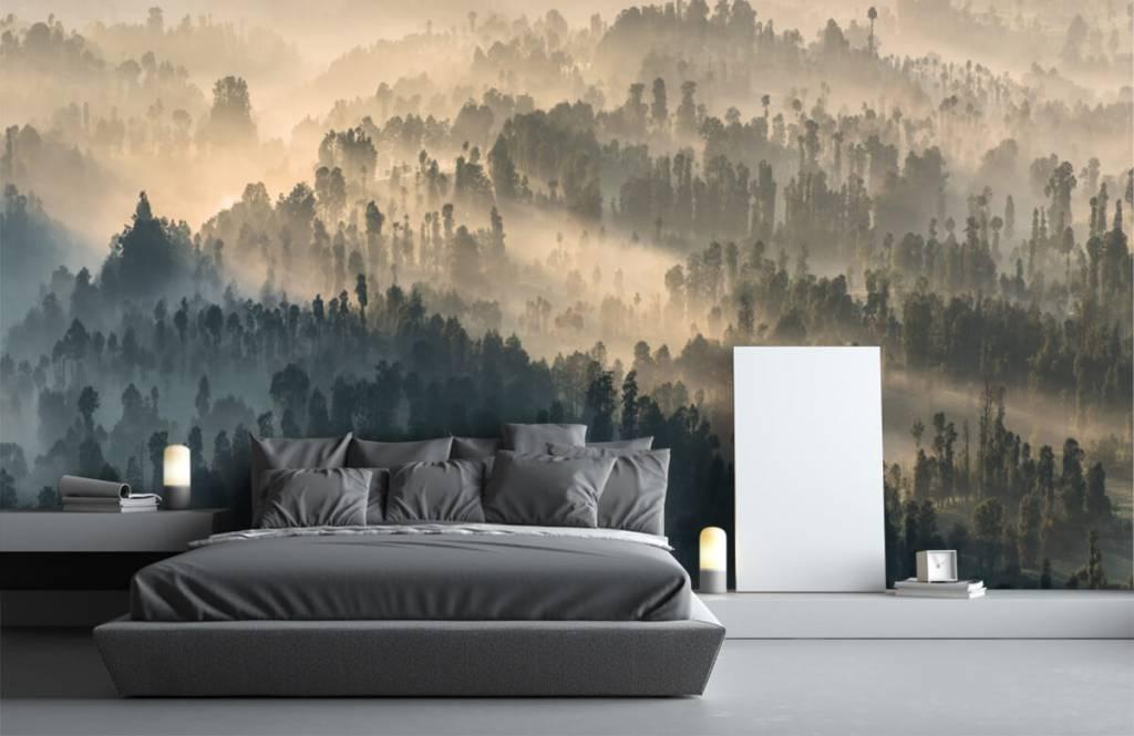 Papier peint Paysage - Montagnes brumeuses en Indonésie - Chambre à coucher 1