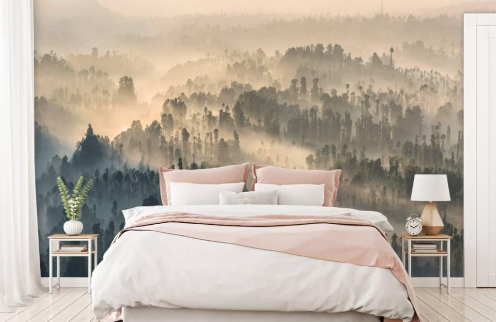 Papier peint Paysage - Montagnes brumeuses en Indonésie - Chambre à coucher 2