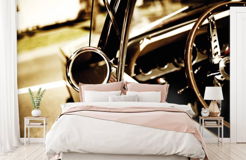 Transportation - Gros plan sur la voiture de collection rouge - Chambre à coucher 2