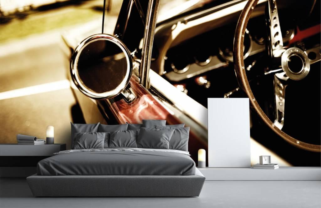 Transportation - Gros plan sur la voiture de collection rouge - Chambre à coucher 3