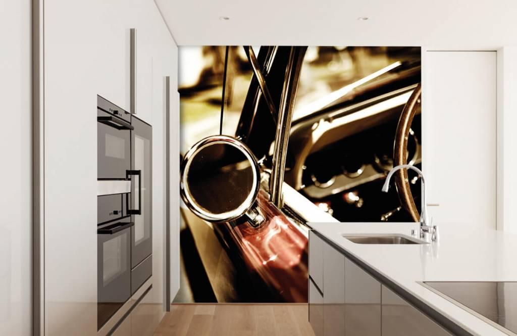 Transportation - Gros plan sur la voiture de collection rouge - Chambre à coucher 4