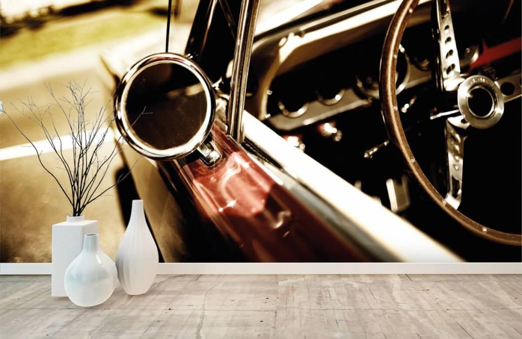 Transportation - Gros plan sur la voiture de collection rouge - Chambre à coucher 8