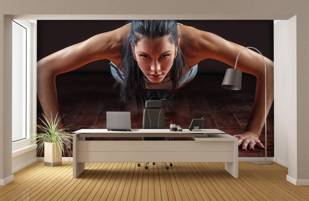 Fitness - Femme faisant des pompes - Chambre d'hobby 1